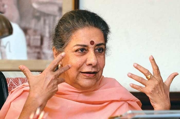 Teekhibaat with Ambika Soni